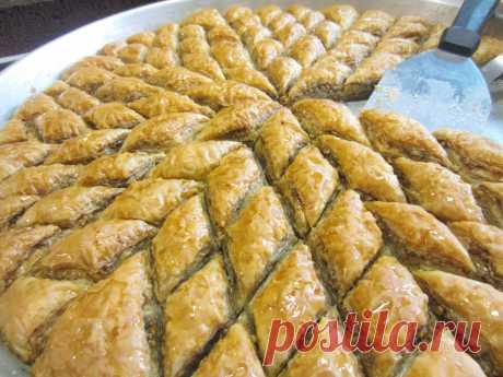 Пахлава с орехами (из готового теста) - пошаговый кулинарный рецепт приготовления с фото, шаг за шагом.