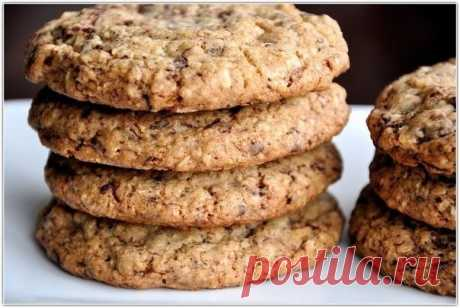 La receta de las galletas dietéticas de la avena pelada sobre el kéfir