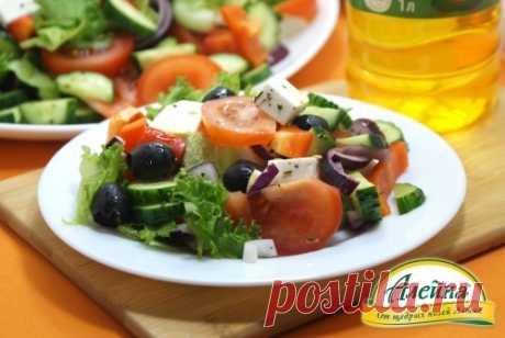 Салат с фетаксой Овощной салат с фетаксой можно готовить круглый год. Он получается очень нежным, сочным и полезным.