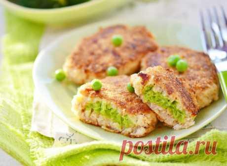 Ужин для любителей правильного питания: рыбные котлетки с зеленым горошком