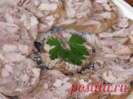Варим сальтисон из свиных шкурок .готовит ленивые голубцы и нам подарили сёмку котёнка маленького.