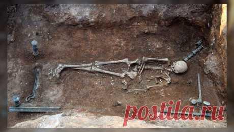 Женщина на бронзовом ложе: уникальная находка греческих археологов Еще одна случайная находка в Греции: под снесенным домом в деревне Мавропиги (область Западная Македония на севере страны) археологи обнаружили богатое