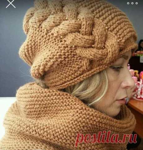 Модная шапка спицами со жгутом. Узор для женской шапки  