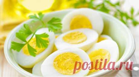 Как правильно варить яйца, чтобы легко чистились и были вкусными Перед вами идеальное варёное яйцо. Овальное, гладкое, белок эластичный, но не резиновый, желток нежный и ярко-жёлтый, расположен ровно по центру. Оно вкусное и легко чистится. Из этой статьи вы узнает