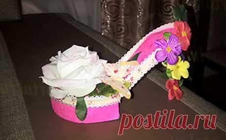Туфелька из бумаги Подарочная туфелька из бумаги и картона, сделанная своими руками, украшенная цветами и лентами в легком мастер-классе с шаблонами и пошаговыми фото