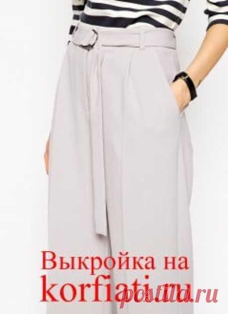 Шъём широкие длинные брюки Такие широкие длинные брюки есть в последних коллекциях большинства модных домов, и неспроста. Ведь они позволяют визуально удлинить нижнюю часть тела и сделать ноги женщины бесконечными! В этом сезоне широкие брюки — настоящий хит! В этом сезоне широкие брюки — настоящий хит!Дизайнеры рекомендуют...