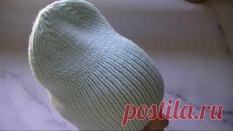 Вяжем модную шапку резинкой 1*1 с интересной макушкой.