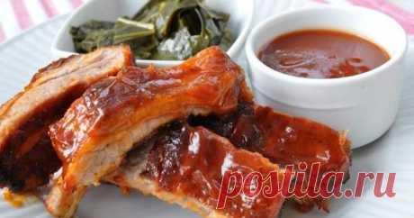 Свиные ребра готовят в разных кухнях мира, их запекают, зажаривают, тушат отдельно и с овощами, а копченые даже считаются деликатесом.