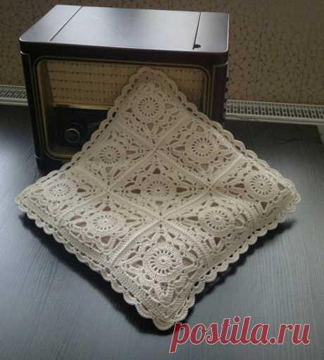 Ажурные подушки из квадратных мотивов — Рукоделие