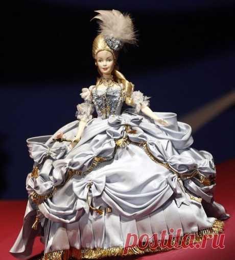 700 культовых кукол Барби на выставке в Париже / Все для женщины