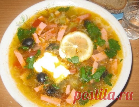 Суп сборная солянка с колбасой и картошкой