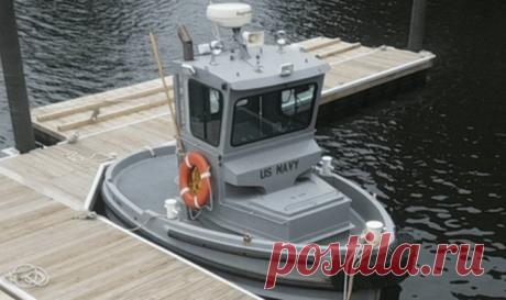 Этот крошечный кораблик – самое маленькое судно на службе ВМС США Самый маленький буксир, состоящий на службе ВМС США - это «Boomin Beaver»