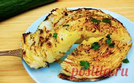 Режем кочан капусты кругами и ставим в духовку. Рядовой овощ стал вкуснее мяса
