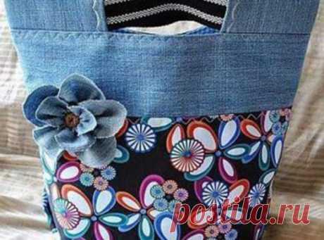 Больше не выбрасывайте  старые джинсы! Вторая жизнь джинсов в образе милых сумочек…    Джинсы— предмет повседневной одеждыиз плотной хлопчатобумажнойткани, с проклепанными стыками швов на карманах. Впервые изготовлены в 1853 году Ливаем Страуссомв качестве рабочей одежды для ферм…