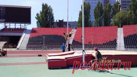 27 июня — Соревнования легкоатлетов Республики на СК «Олимпийский»   РСК «Олимпийский» 27 июня 2020 года на двух стадионахРеспубликанского спортивного комплекса «Олимпийский»состоялся открытый чемпионат Донецкой Народной Республики по легкой атлетике и первенство среди юношей и
