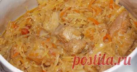 Бигос из свежей капусты — Жизнь под Лампой! Ингредиенты  Говядина: 400 г  Капуста белокочанная: 1 кг  Лук: 2 шт.  Морковь: 1 шт.  Помидор: 2 шт.  Черный перец (молотый): по вкусу  Соль: по вкусу  Подсолнечное масло: по вкусу