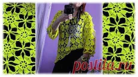 La blusa tejida de los motivos. La blusa veraniega chiné por el gancho. Detallado mk.