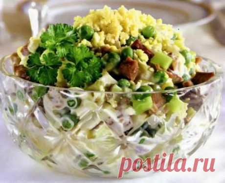 Сегодня мы узнаем как приготовить вкусный салат Оливье с языком Время приготовления : 30 минут + 4 часа Количество порций : 8 штук  Для того чтобы приготовить Оливье с языком Вам понадобится :      1 говяжий язык весом 1,2 кг     7 яиц
