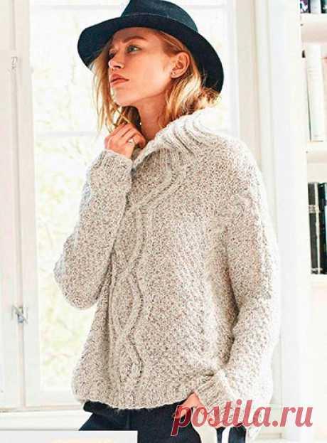 Пуловер оверсайз с арановым узором и «косами»