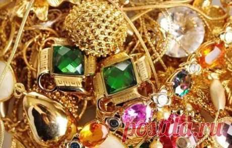 Каким знакам зодиака не желательно носить украшения из золота