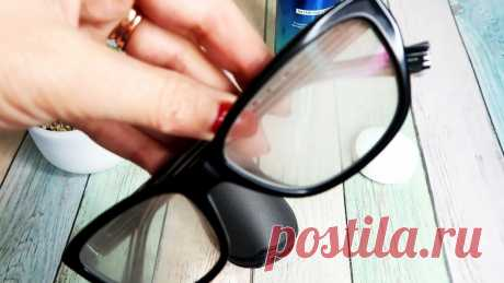 Лайфхак: Как сделать очки незапотевающими за 1 минуту Все, кто носят очки знаю, как это неприятно: когда входишь с холода в тепло и очки сразу запотевают.Чтобы этого избежать есть один очень простой лайфхак, который поможет избежать запотевания линз. Вам не потребуется ничего дефицитного, всё необходимое есть почти у каждого дома. А на «все-про-все»
