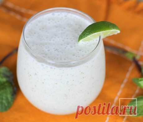 Смузи Мохито. Безалкогольный Мохито из спелых бананов с соком лайма, кокосовоым и миндальным молоком и мятой.
