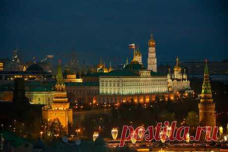 Виды Москвы со смотровой площадки Храма Христа Спасителя перед Рождеством