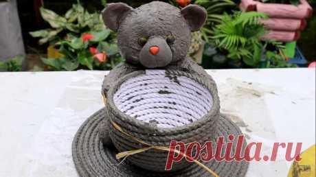 Мужчина взял детскую игрушку, окунул ее в цемент и сделал декоративное украшение для дома или сада: фото