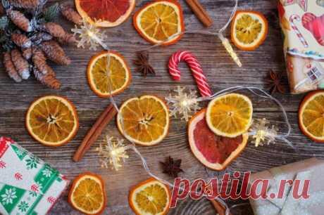 Как засушить апельсины для декора: 8 простых способов - в духовке, на батарее, в микроволновке Чтобы аккуратные колечки апельсина для декора остались в целости и сохранности, их надо правильно засушить. Рассказываем, как!