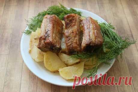 Свиные ребрышки с картошкой в духовке - невероятно вкусное жаркое! Пошаговый рецепт. | Fresh.ru домашние рецепты | Яндекс Дзен