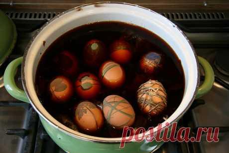 Как покрасить Пасхальные яйца.