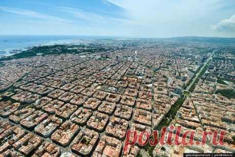 Барселона: взгляд из поднебесья Барселона — второй по населению город в Испании, столица автономной области Каталония. Население Барселоны — 1,6 млн. человек, что делает её десятым городом в Европейском союзе.Стоит добавить, что в п…