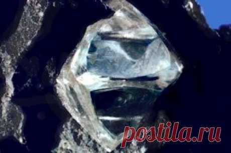 В Японии разработали материал прочнее алмаза Ученые из Цукубского университета в Японии создали новый материал на основе углерода, который по твердости превосходит алмаз. Структура получила название «пентадаймонд», сообщает Physical Review Letters.Алмазы, которые состоят из атомов углерода, расположенных в плотной «решетке»,...