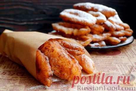 Жареные творожные палочки Жареные творожные палочки по вкусу похожи на пончики во фритюре. Готовится такой десерт недолго, выглядит ярко и аппетитно. Можно быстро накормить большую