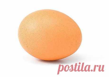 Снятие негатива с человека и лечения несложных болезней сырым яйцом. Перед сном: В стакан, наполовину наполненный водой , вбить сырое яйцо ( не размешивать).  Над стаканом произнести: «все худое, все плохое пусть вытекает в этот стакан», поставить у изголовья на ночь.  Утром смотрим на яйцо в стакане. Желток — это жизнь человека, а белок — это среда, окружающая его: могут быть пузырьки, нити, которые тянутся вверх, туман, колпак, либо вообще яйцо «взбито до пены.»  Зависть и недоброжелательно