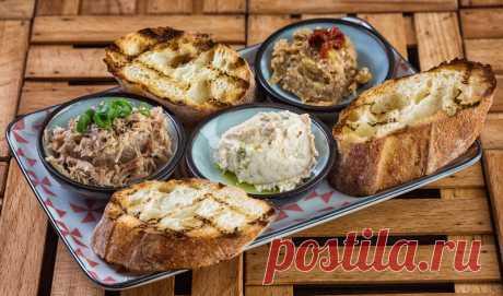 Простые и вкусные намазки на хлеб: пошаговые рецепты, в том числе из сельди, сыра и сала Как приготовить простые и вкусные намазки на хлеб. Пошаговые рецепты с фото и видео.