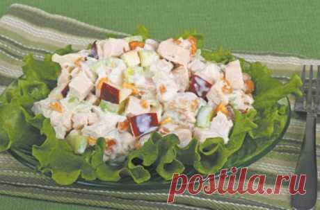 """Салат """"Слияние пяти душ""""  Ингредиенты: 1 зеленое яблоко 1 корень сельдерея ветчина - 5 ломтиков (любая) яйца - 4 шт ананас - 4-5 колечек (консервированный) зеленый лук - 10-15 перышков майонез - 2-3 ст.л"""