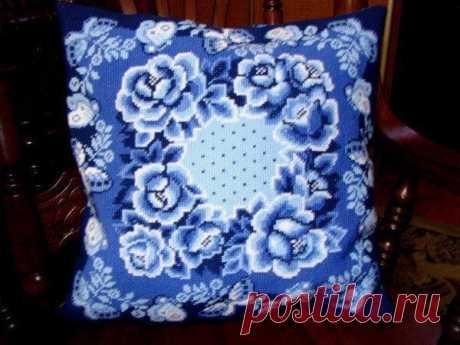 Схема вышивки подушки в технике Гжель