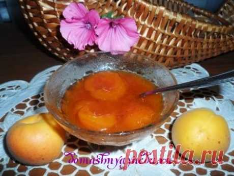 Jam from apricots halves and with pulp