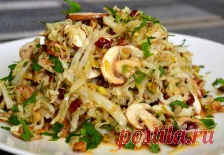 Новый салат просят по две тарелки: смешиваем капусту с грибами и заправляем маслом - Steak Lovers - медиаплатформа МирТесен