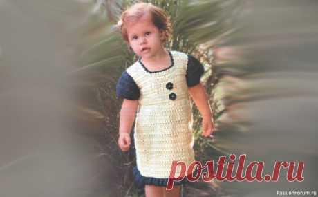 Платье крючком для девочки 3-4 года. Описание | Детская одежда крючком. Схемы Вязаное платье крючком для девочки схемы и описание. Летнее ажурное платье для девочки 4 лет пригодится в жаркие дни.  Возраст:3-4 года. Материалы:250 г пряжи (100% акрил) цвета слоновой кости и 50 г пряжи темно-синего цвета, крючок № 3.  Фантазийный узор: по схеме.  ПЛОТНОСТЬ ВЯЗАНИЯ 10...