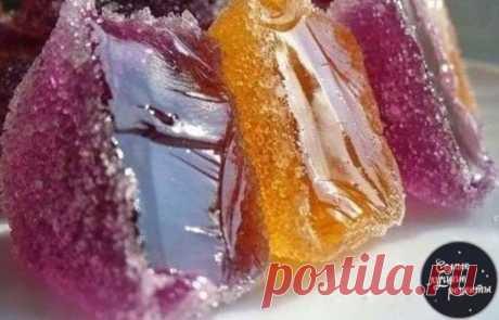 ДОМАШНИЙ МАРМЕЛАД  Давно искала именно такой рецепт!  ИНГРЕДИЕНТЫ: ● апельсиновый сок - 100 мл ● вода - 100 мл, ● лимонный сок - 5-6 ст. ложек, ● сахар - 1 стакан (кол-во примерное, добавляйте во вкусу) ● тертая цедра апельсина - 1 ст. ложка, ● тертая цедра лимона - 1 ст. ложка, ● желатин - 20 г. ПРИГОТОВЛЕНИЕ: Желатин залить апельсиновым соком, перемешать и оставить для набухания. Сахар смешать с водой в отдельной посуде, добавить цедру цитрусовых и поставить на очень слабый огонь. На медленно