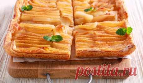 Пирог из слоёного теста с грушами и крем-сыром