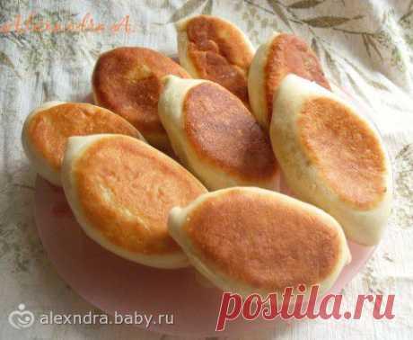 Пирожки с картошкой (постные), тесто очень легкое в работе, а пирожки — воздушные).
