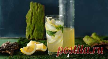 Домашний сироп с травами - ПУТЕШЕСТВУЙ ПО САЙТУ. Замените в этом сиропе мяту тархуном, и ассоциации со знаменитым лимонадом будут неизбежны. ИНГРЕДИЕНТЫ 100 г сахара 2 больших пучка базилика 1 средний пучок кинзы 1 средний пучок мяты 1 ст. л. листьев тимьяна цедра 1 лимона 1 ст. л. свежего лимонного сока Для подачи: тоник или содовая лимон лед …