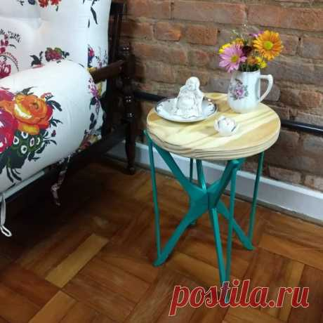 Столики и тумбочки ... из вешалок (подборка)