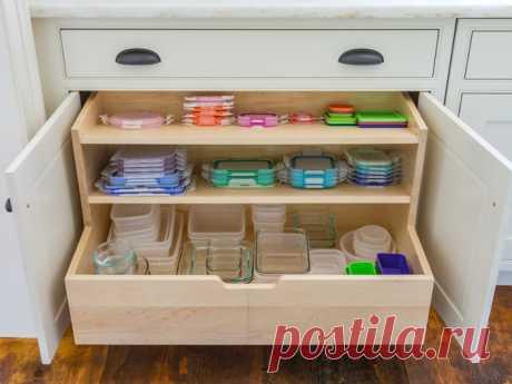 Как удобно и компактно хранить пластиковые контейнеры