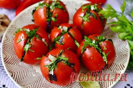 Быстрые помидоры по-армянски — самый вкусный проверенный рецепт Это самый вкусный рецепт быстрого приготовления армянской закуски. А самое главное – она обалденная на вкус и понравится всем любителям острых, пикантных солений. Помидоры по-армянски являют собой спелые либо недозрелые плоды, фаршированные разнообразной зеленью, жгучим перцем и чесночком. Закуска не только оригинальная и вкусная, но и очень красивая, поэтому ее не стыдно поставить даже на праздничный стол дор...