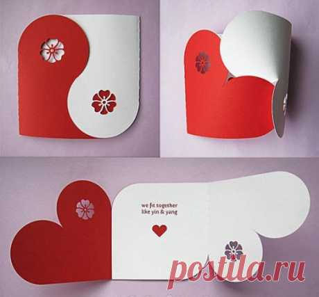 Las tarjetas por las manos para el día del Santo Valentín