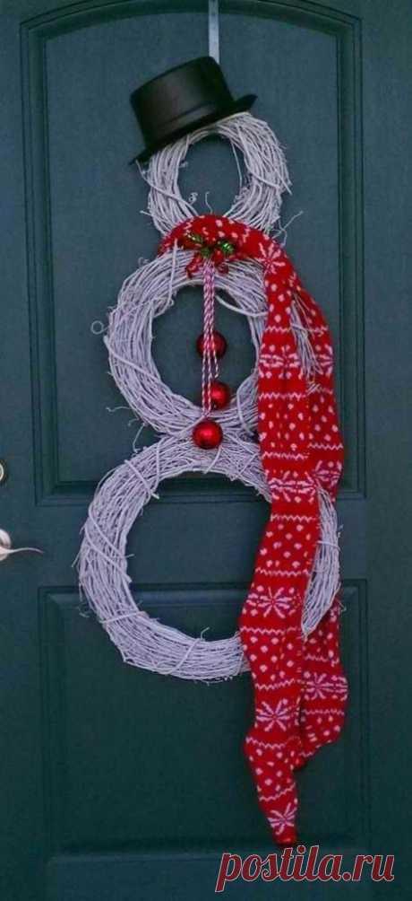 Как украсить двери к Новому году: 20 крутых идей — Roomble.com